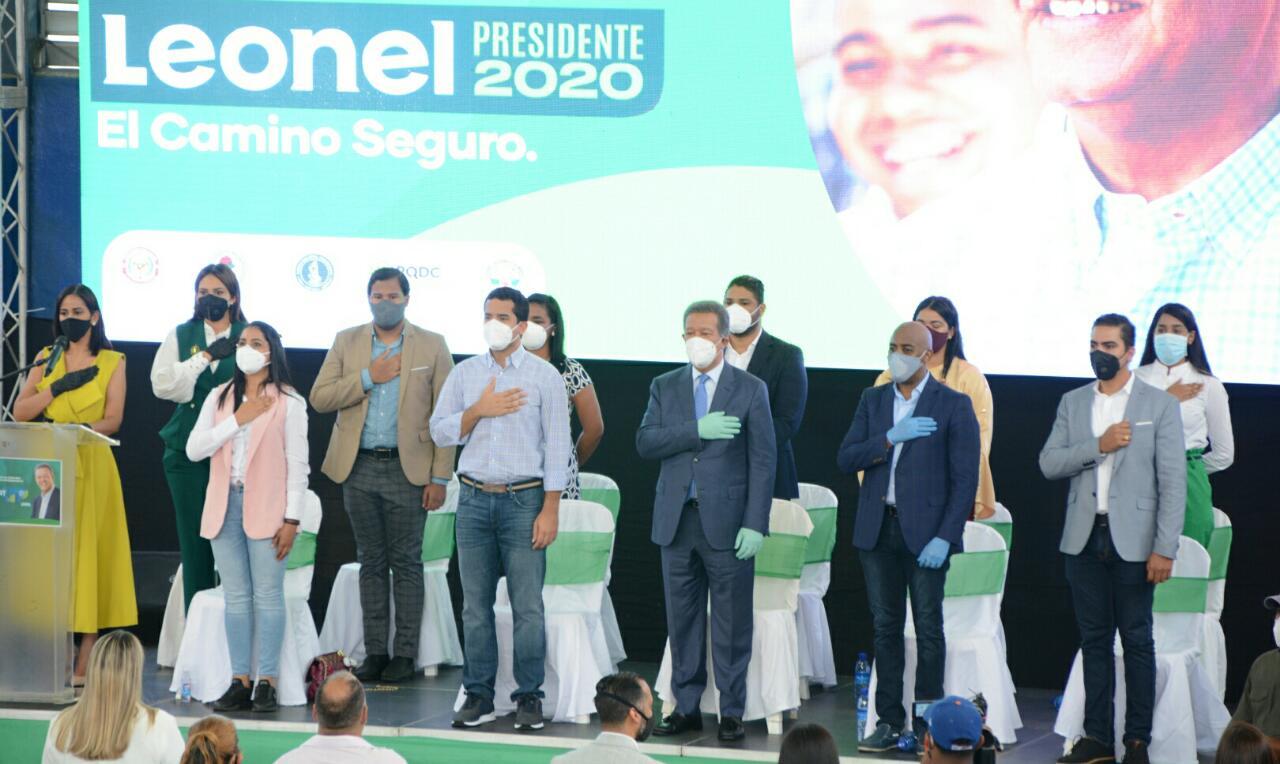 Leonel Fernández anuncia concurso nacional para jóvenes emprendedores