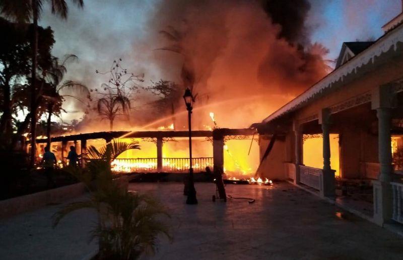 Reportan incendio en Bahía Principe Grand El Portillo