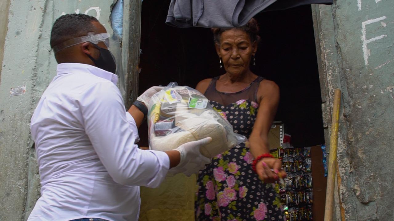 """""""Ejecutorias RD"""" ayuda con raciones alimenticias a familias de escasos recursos"""