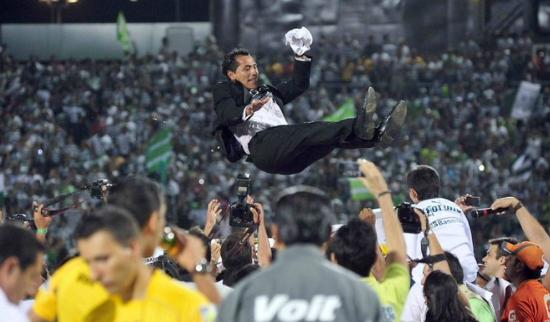 El exfutbolista mexicano Benjamín Galindo está en terapia intensiva tras sufrir un derrame cerebral