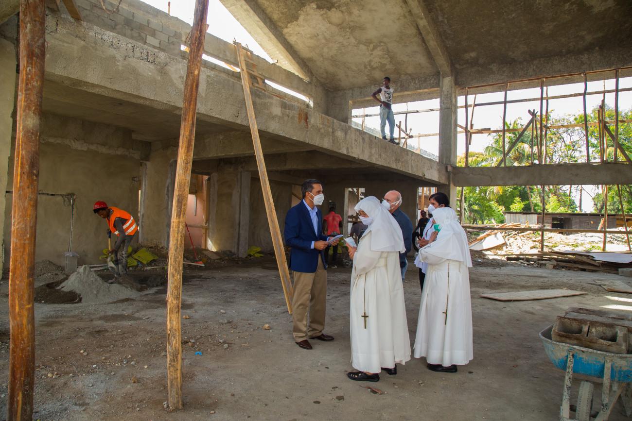 """Hogar """"San Francisco de Asís"""" recibe totalidad de recursos prometidos en Visita Sorpresa para construcción de iglesia"""