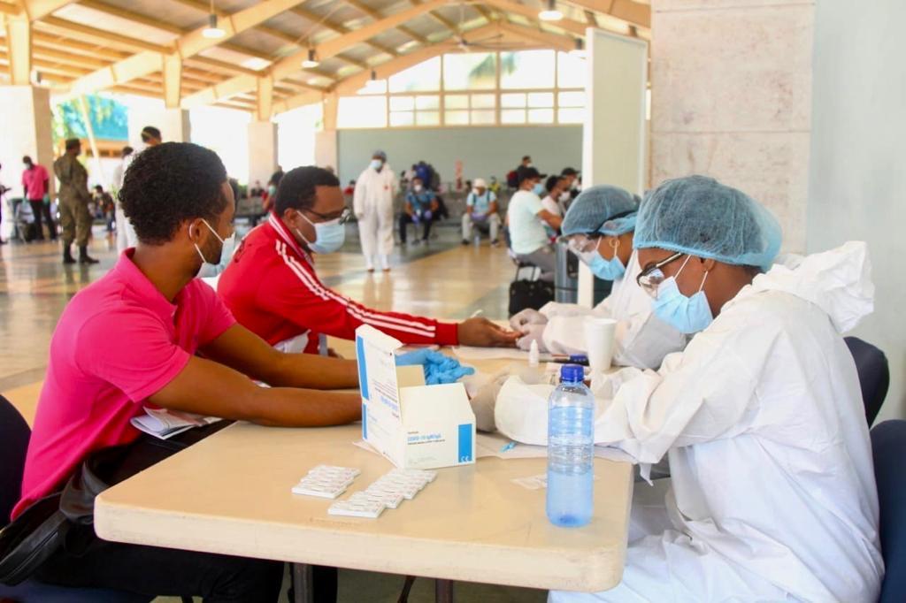 Autoridad Portuaria Dominicana recibe segundo grupo de tripulantes varados con 37 dominicanos sin alerta de contagio
