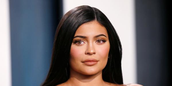 """Forbes le arrebata a Kylie Jenner el título de multimillonaria y la acusa de propagar una """"red de mentiras"""""""