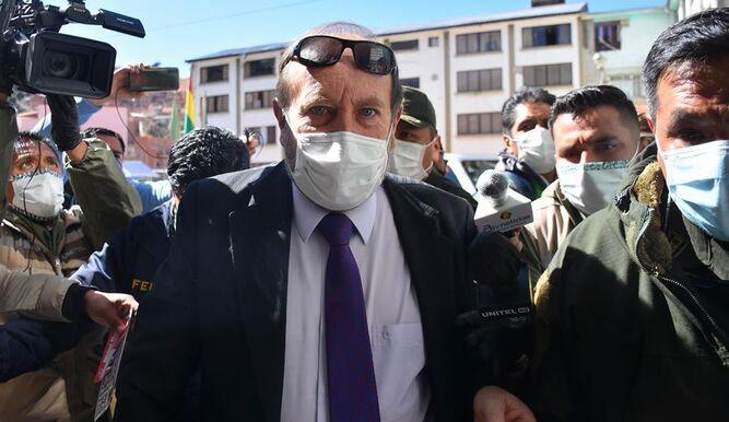 Ministro de Salud de Bolivia detenido por compra de ventiladores para COVID-19