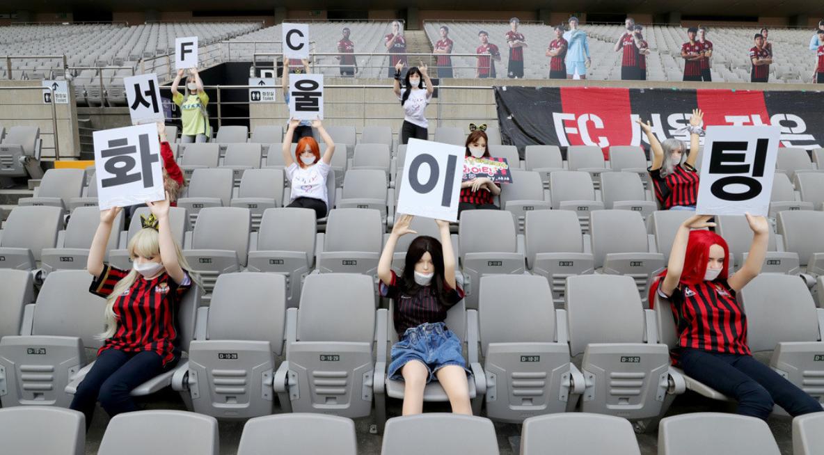 Un club del fútbol surcoreano coloca muñecas sexuales en la tribuna y luego tiene que disculparse