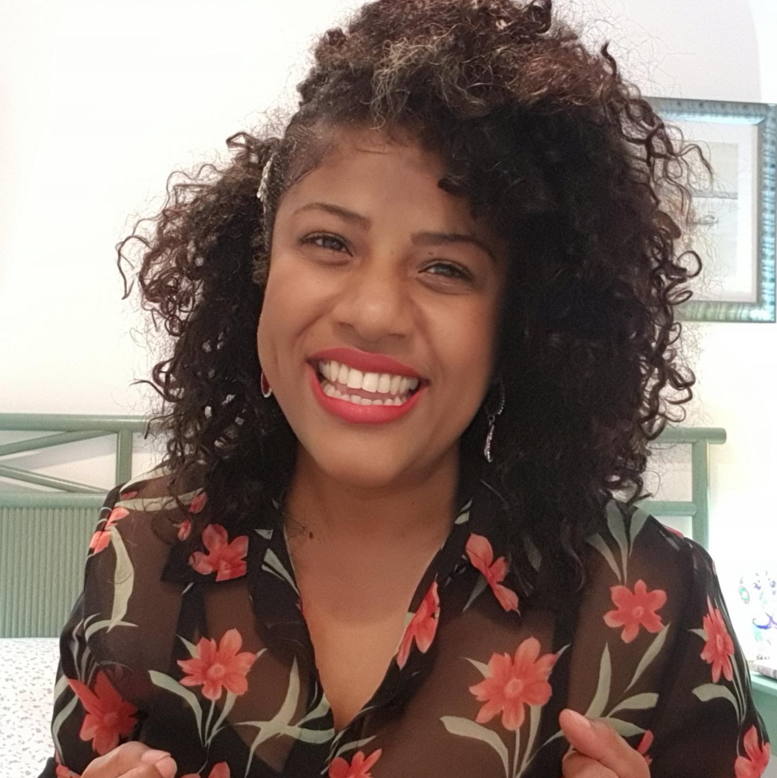 """Dominicana radicada en España lanza proyecto EmpoderAna con la campaña: """"Soy Así y Me Encanta"""""""