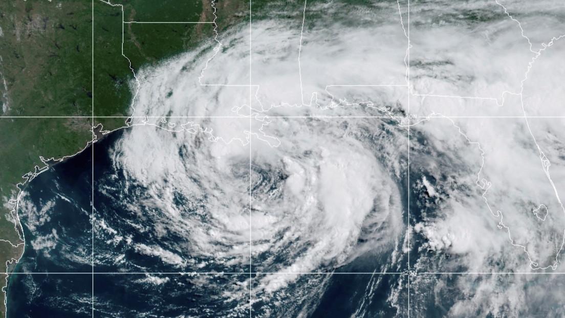 Video   Un tornado, generado por la tormenta tropical Cristóbal, causa daños materiales en Orlando