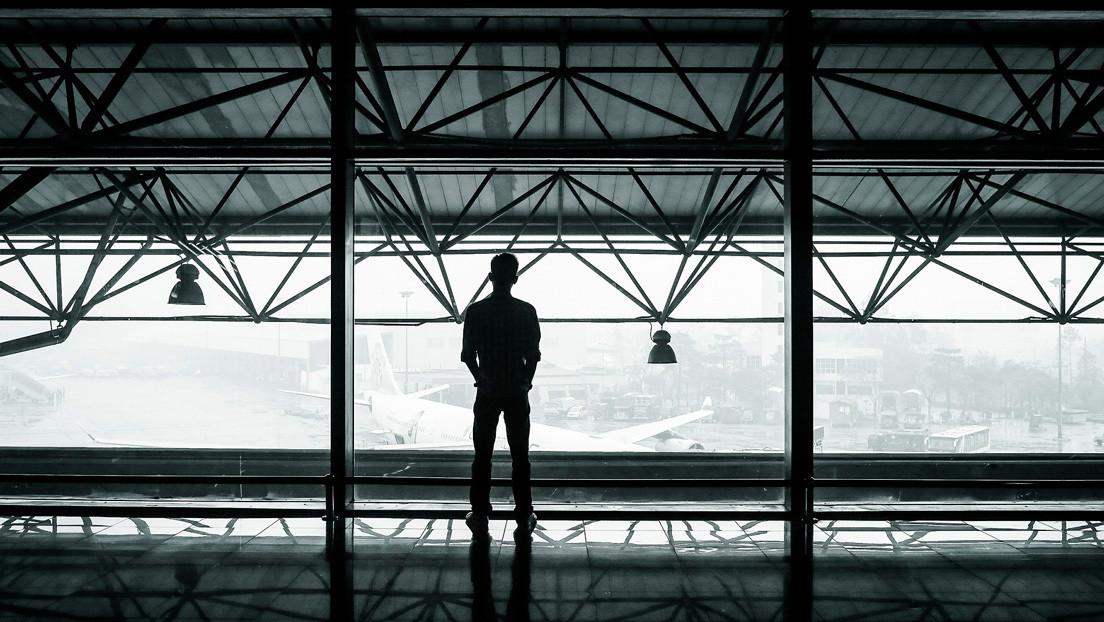 'La Terminal' en la vida real: un joven futbolista vive 73 días en un aeropuerto de la India por el covid-19