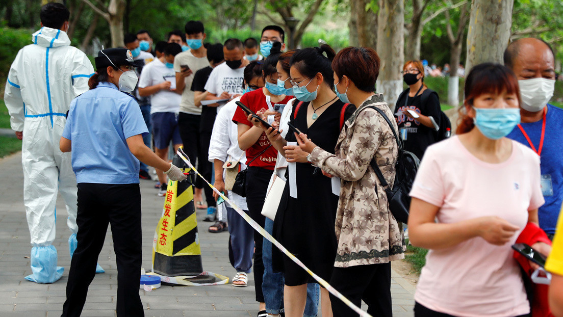 Pekín impone drásticas medidas para detener nuevo brote del coronavirus