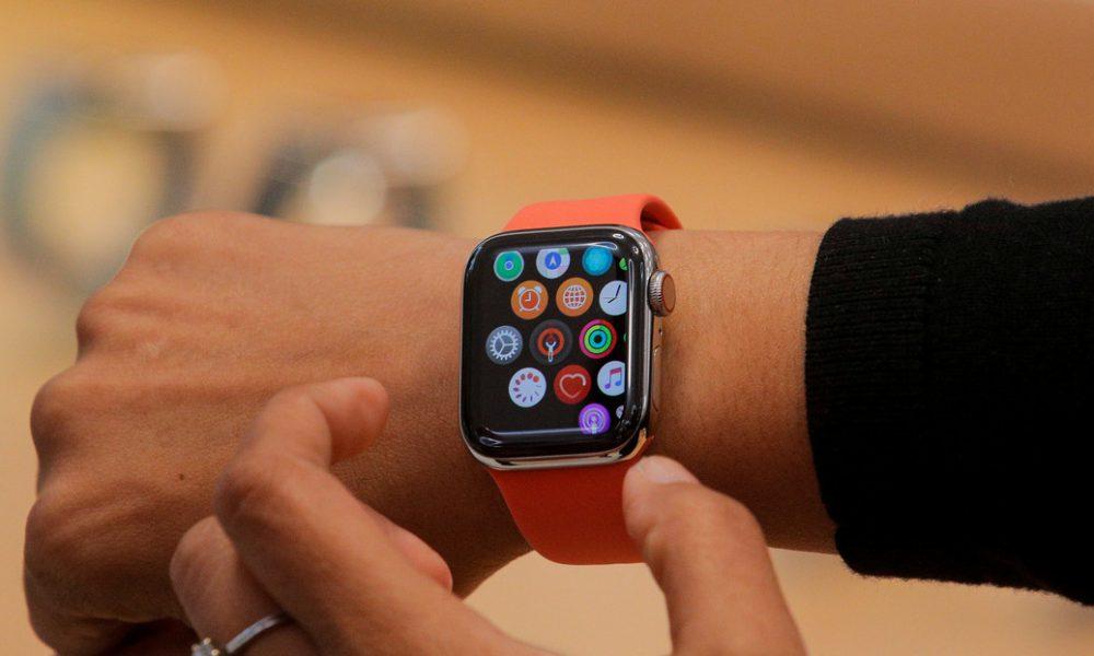 Video | Captan en cámara lenta el asombroso sistema del reloj Apple Watch para deshacerse del agua después de nadar