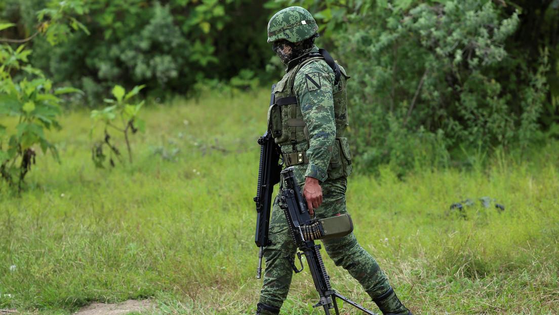 Encuentran al menos 75 bolsas con restos humanos en tres fosas clandestinas en el estado mexicano de Jalisco