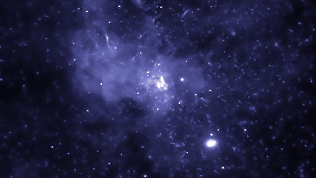Descubren miles de agujeros negros en el centro de la Vía Láctea