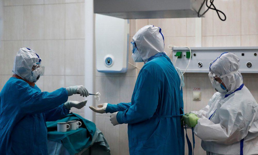 Foto | Así queda la mano de un médico al quitarse los guantes protectores tras 10 horas de trabajo