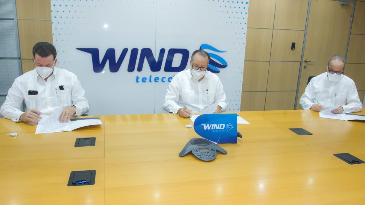 Wind Telecom firma convenio permitirá conectividad en universidades