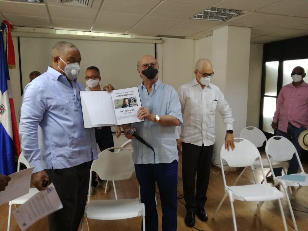 Hipólito Mejía llama a la población a ir a votar en las elecciones del 5 de julio