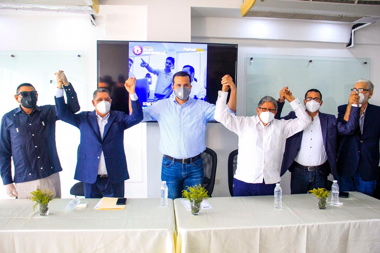 Rafael Paz recibe apoyo de movimiento universitarios