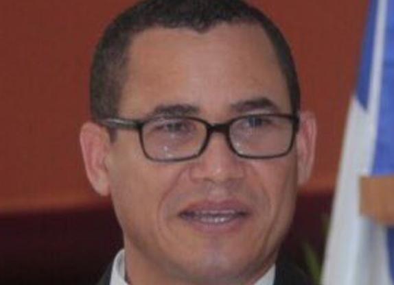 Eddy Olivares acusa a canciller Miguel Vargas de encabezar conspiración contra elecciones en el exterior
