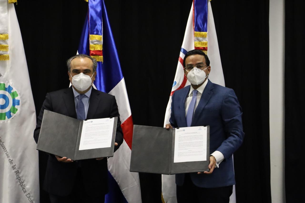 CEI-RD firma convenio con AIRD