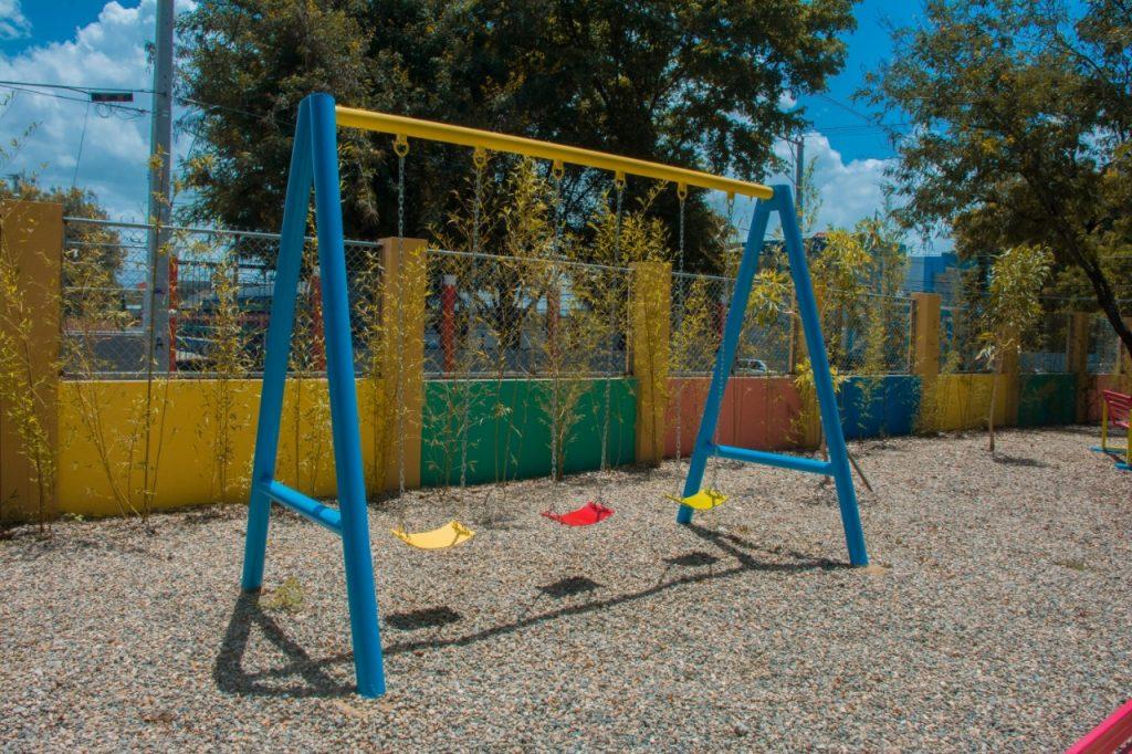 Alcaldía de Santiago entrega parque infantil en la comunidad La Otra Banda