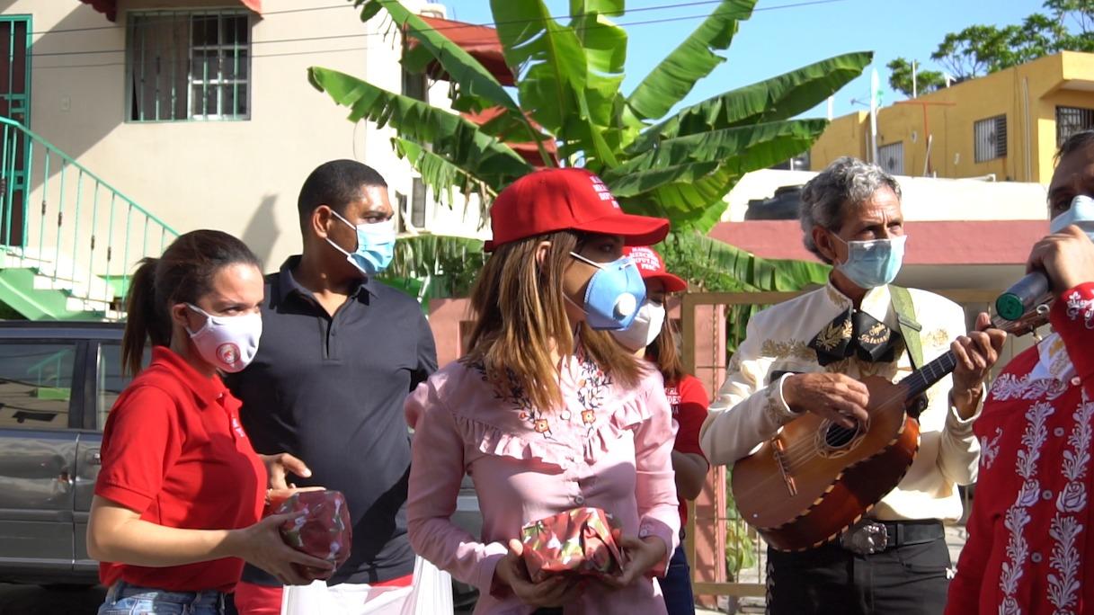 Candidata a diputada Massiel Mercedes entrega regalos a las madres