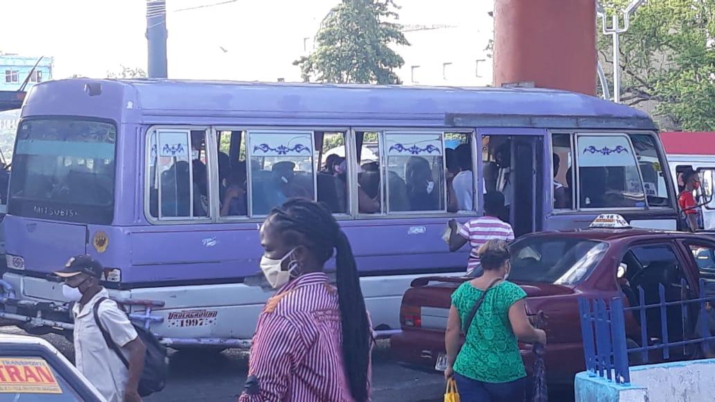 Videos   Choferes de guaguas violan el distanciamiento, trabajan a máxima capacidad de pasajeros