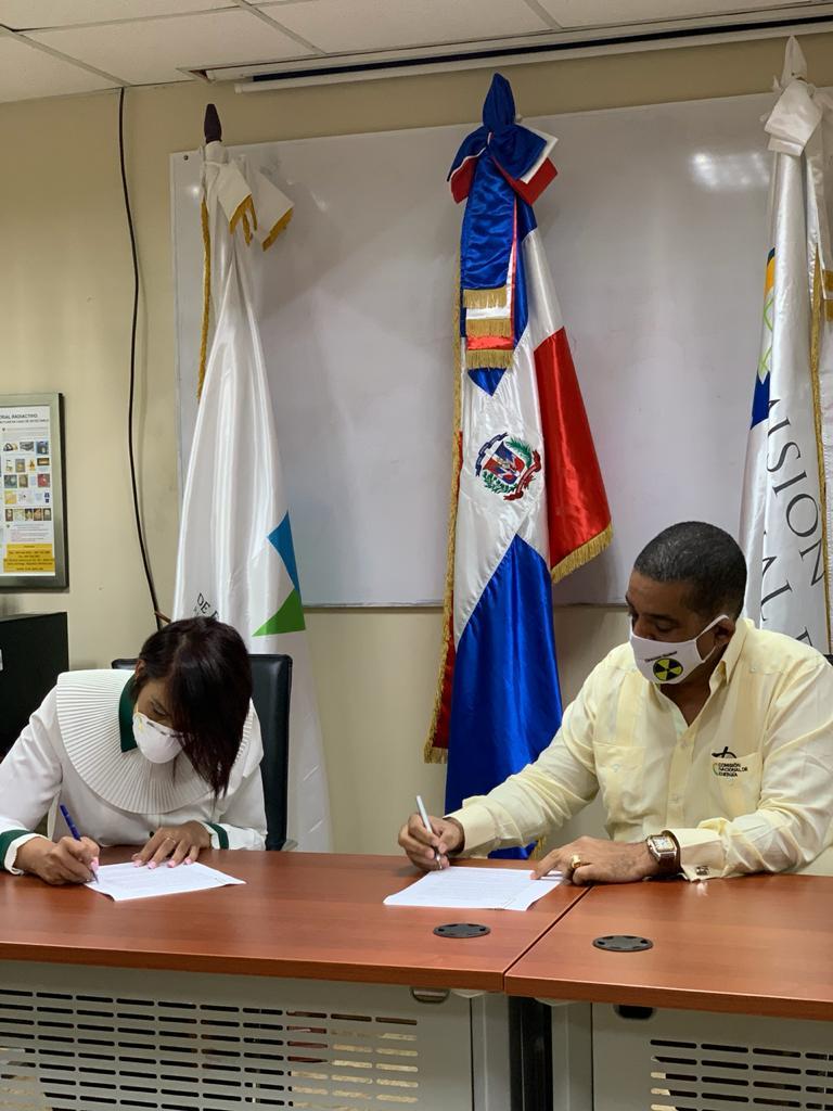 Viceministerio de Energía Nuclear entrega donación del OIEA a la Comisión Nacional de Energía