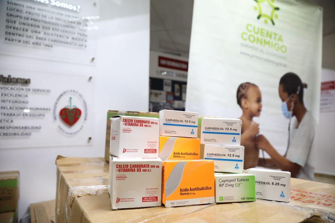 Despacho de la Primera Dama dona insumos médicos a hospitales