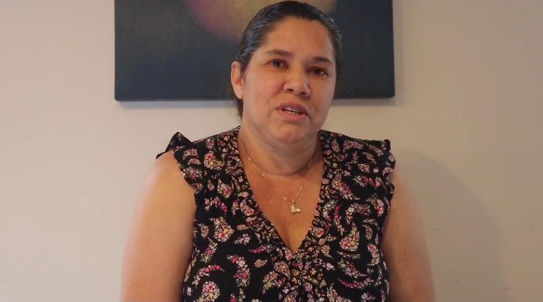 Video | Madre suplica regresar al país para acompañar hijo con cáncer