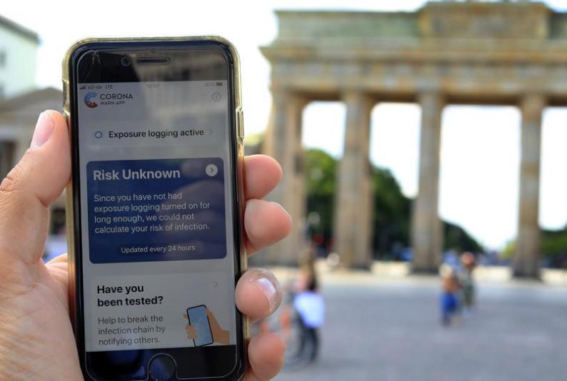 Alemania lanza al fin su aplicación de rastreo de contagios por móvil