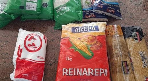 """""""Otra humillación más que no podemos aceptar"""": militares retirados están indignados por la bolsa de alimentos que les da Maduro"""