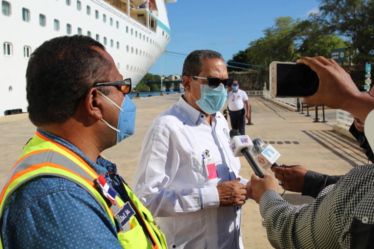 Autoridad Portuaria recibe en el Puerto de La Romana tripulantes dominicanos varados en altamar