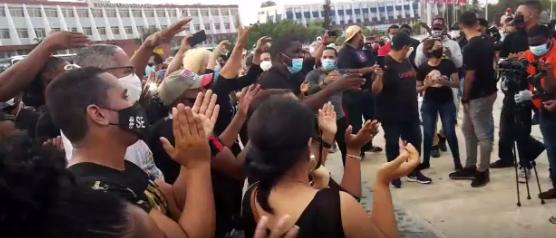 Videos | Manifestantes se concentran en Plaza de la Bandera para denunciar que Gobierno pretende crear pánico para que ciudadanos no voten