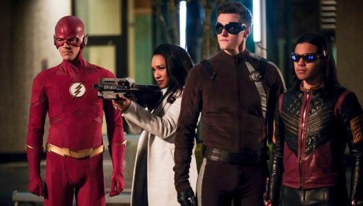 """Despidieron a un actor de """"The Flash"""" luego de que reaparicieran antiguos tuits racistas y misóginos"""