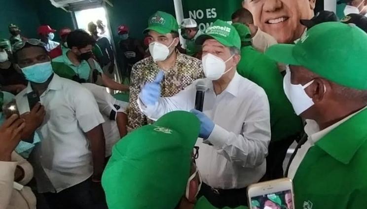Leonel Fernández llama a no politizar un tema tan serio como el de la salud del pueblo dominicano