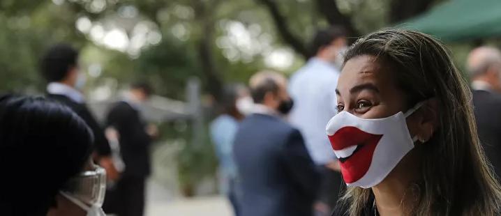 Video | Hecho en casa: crean una mascarilla capaz de mostrar cuando sonríes o hablas
