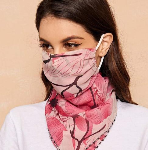 Pañuelos con mascarilla: el cubrebocas se abre camino en la industria de la moda