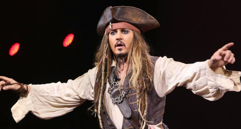 Johnny Depp 'rescata' al pirata Jack Sparrow para una visita virtual a un hospital infantil