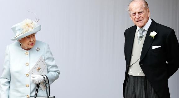 Retirado de la vida pública, Felipe de Edimburgo cumplió 99 años y se mostró en una nueva foto junto a Isabel II
