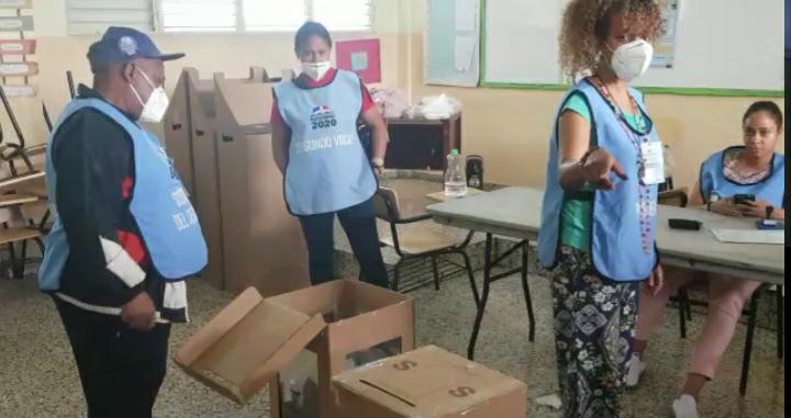 Video | Inician conteos en mesas electorales del Colegio Don Bosco