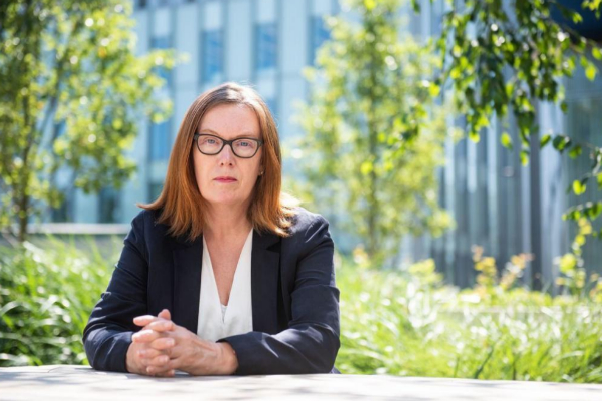 Sarah Gilbert, la genio de Oxford ve tan segura su vacuna del coronavirus que experimenta con sus trillizos