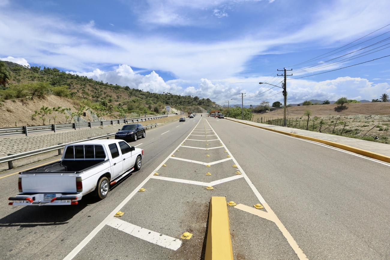 Danilo Medina entrega carretera que une a los municipios de Navarrete-Puerto Plata