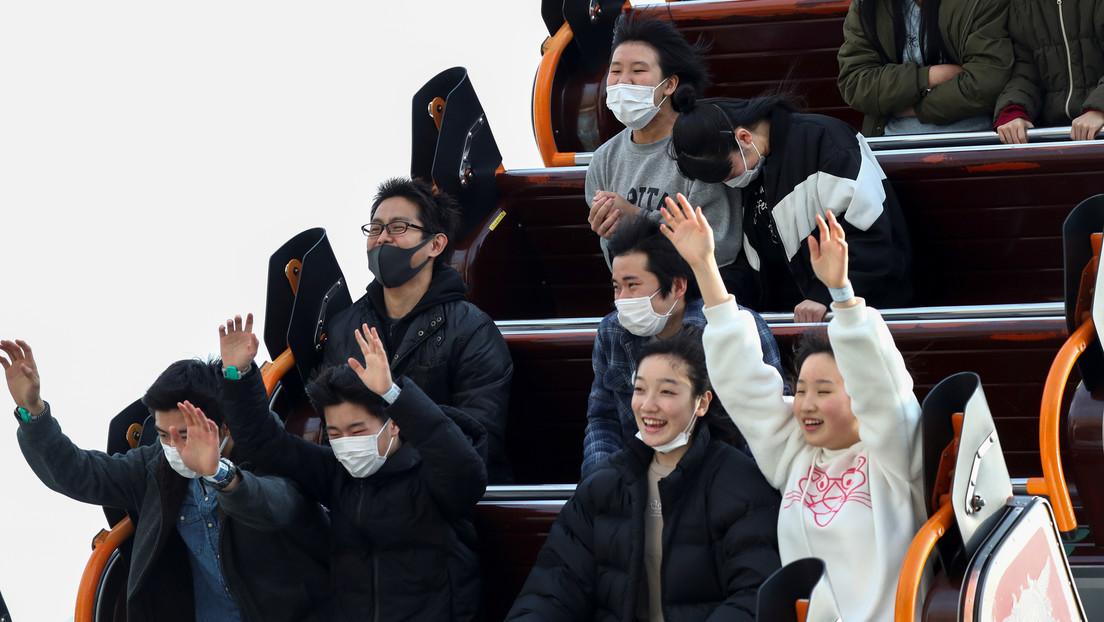 """""""Griten dentro de sus corazones"""": parques temáticos de Japón piden no gritar en las montañas rusas para frenar la propagación del coronavirus"""