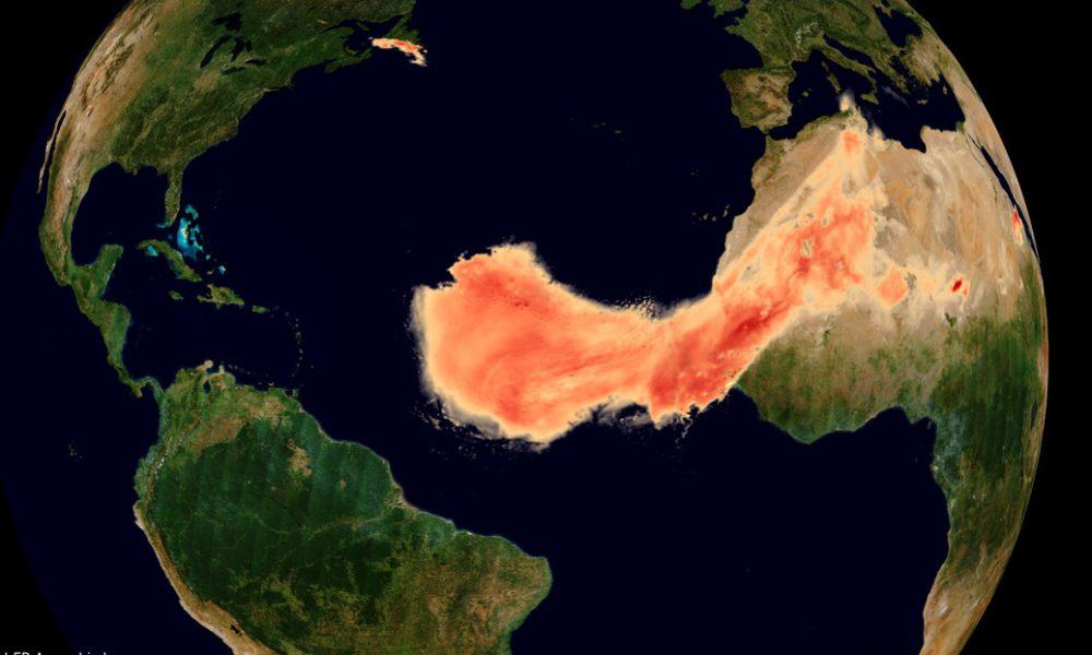 Video | Captan cómo 'Godzilla', una de las mayores nubes de polvo del Sáhara registradas, se extiende a través del Atlántico