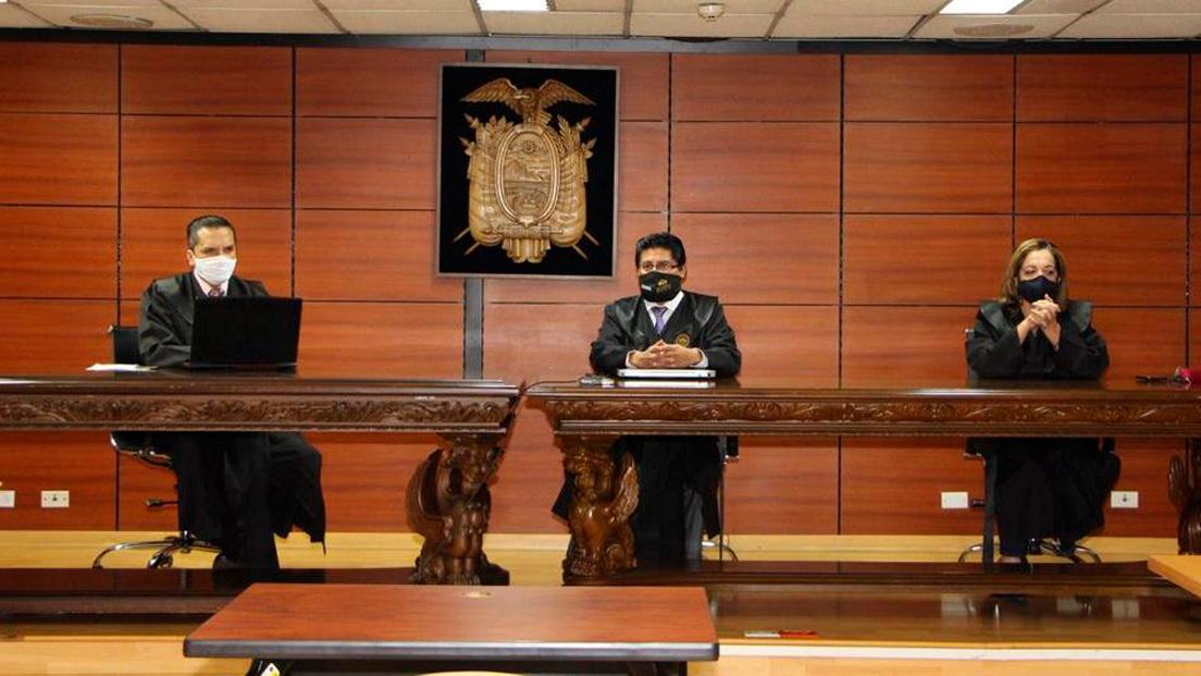 """Tribunal de Ecuador ratifica la sentencia de 8 años de prisión a Correa por """"cohecho agravado"""""""