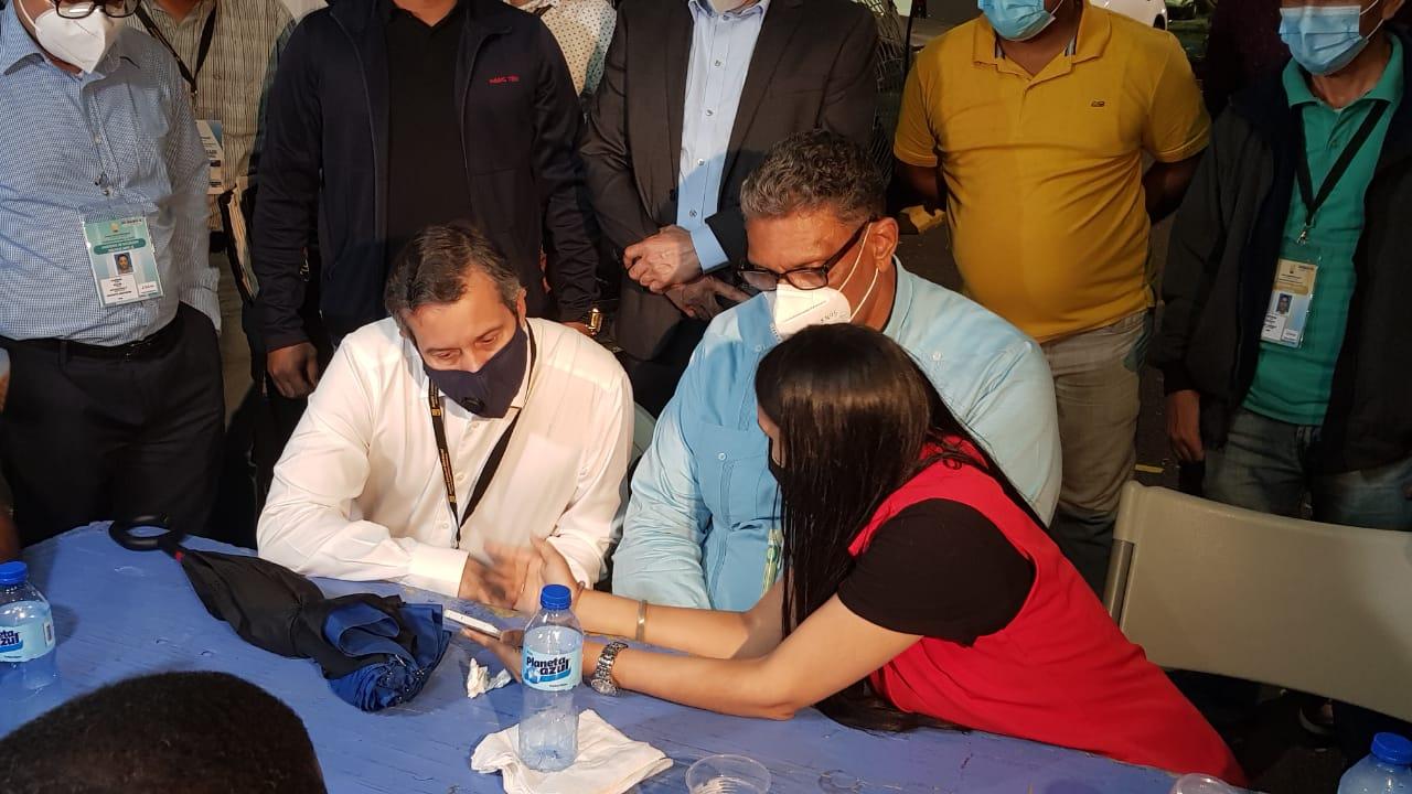 Video   Chú Vásquez y Orlando  Jorge Mera acuden a la Junta Electoral del DN en medio de un ambiente tenso