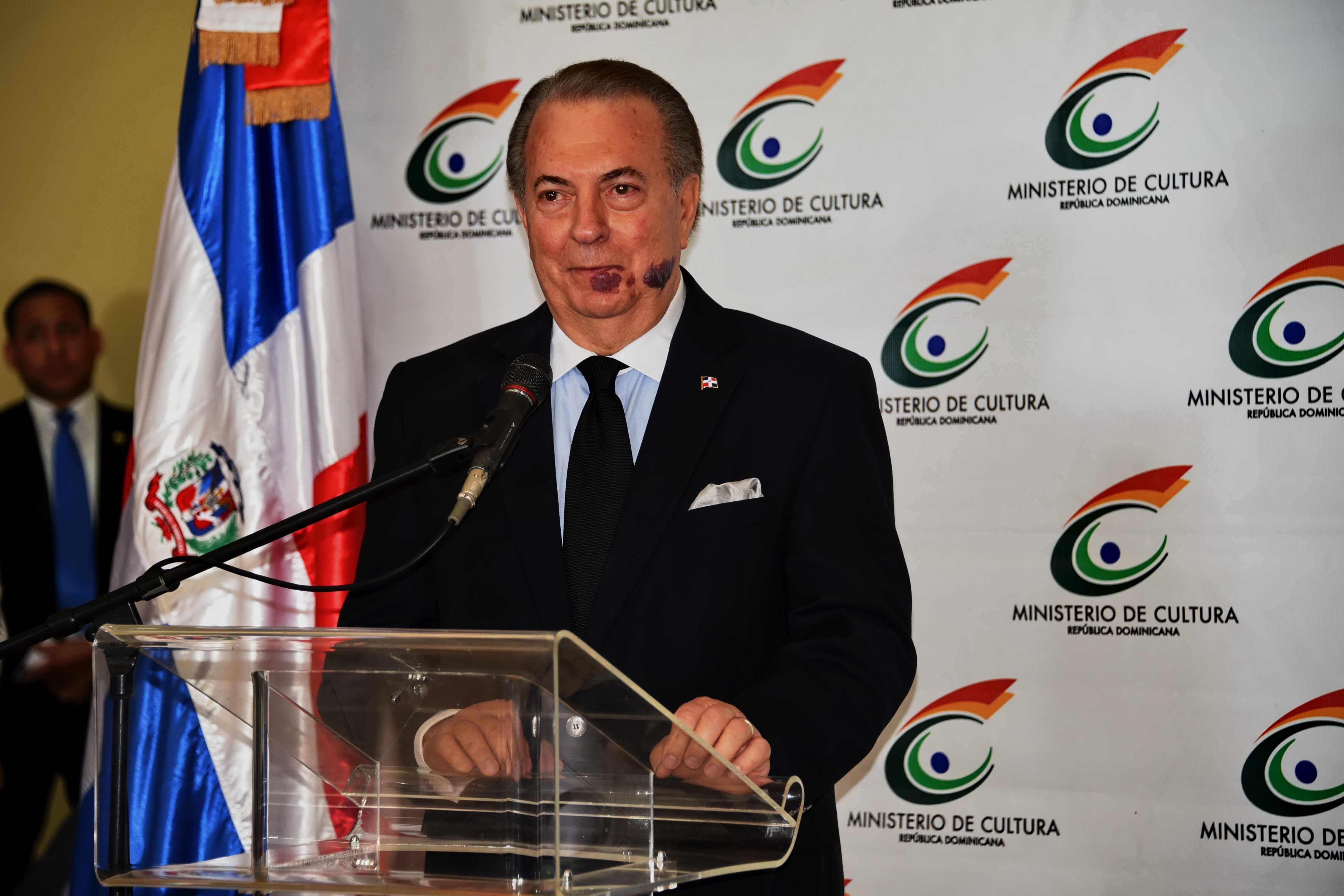 Eduardo Selman dispuesto a explicar personalmente a Milagros Ortiz Bosch sus actos en el Ministerio de Cultura