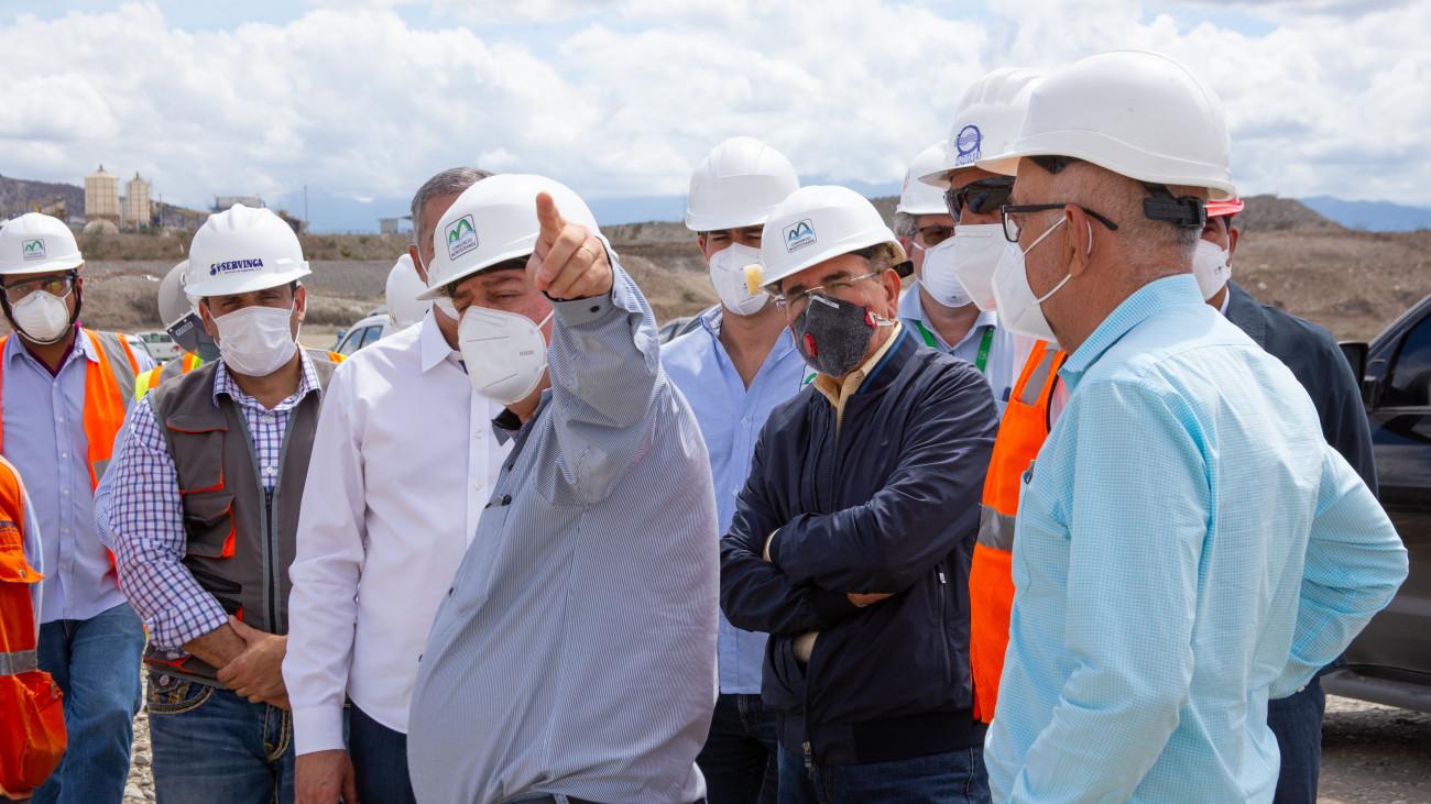 Danilo Medina realiza visita sorpresa a presa Monte Grande para constatar avances de la obra