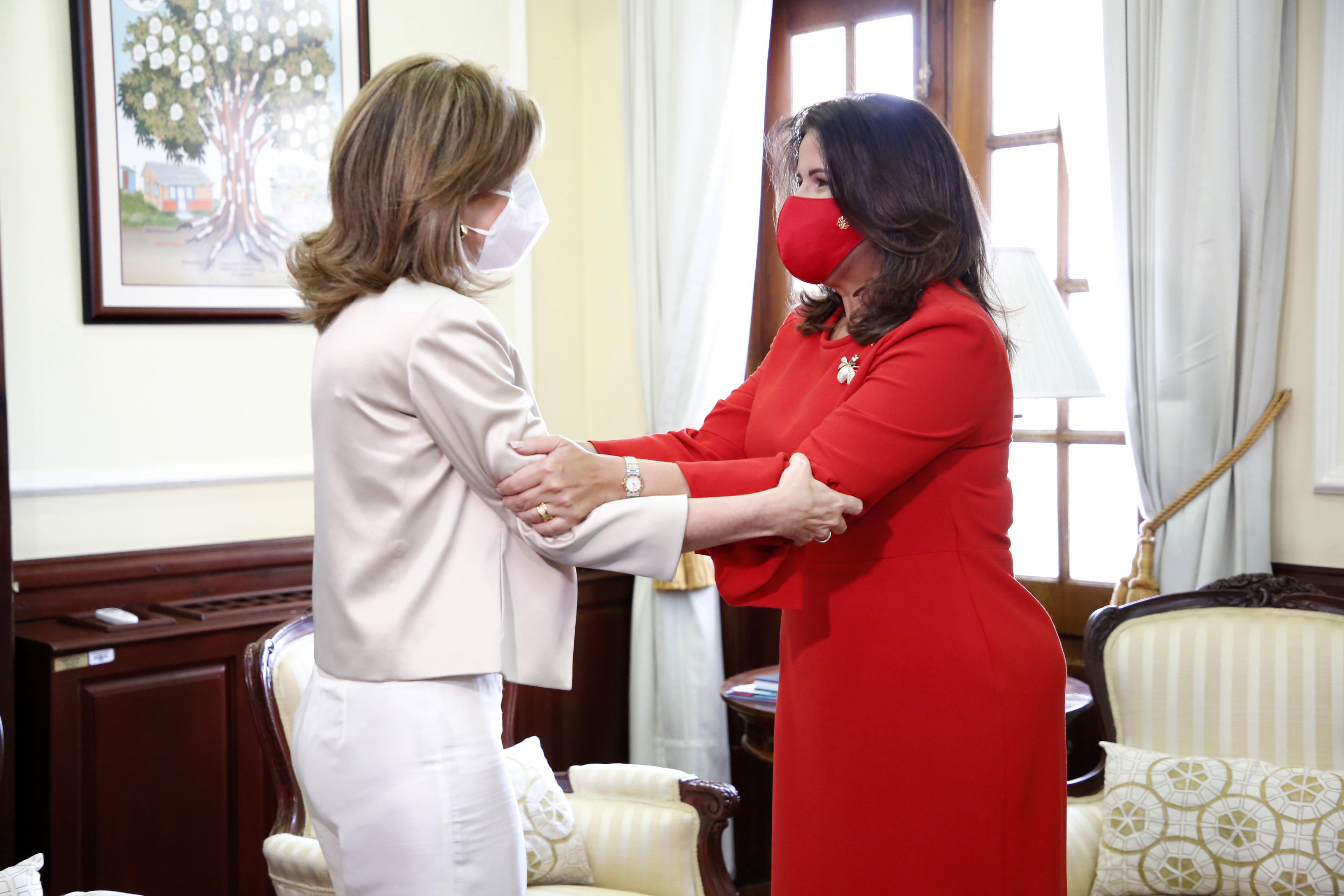 Vicepresidenta de la República y vicepresidenta electa se reúnen para coordinar transición
