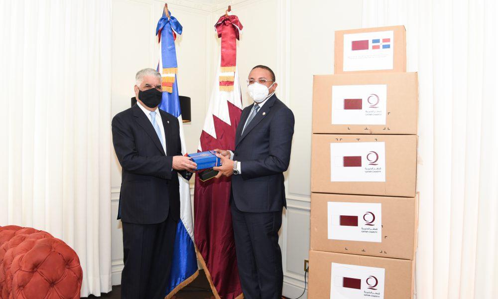 Canciller Miguel Vargas recibe donativo de insumos médicos de ONG Qatar