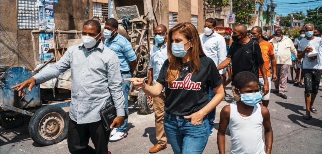 Alcaldesa Carolina Mejía inspecciona obras comunitarias que ejecuta ADN en la ciudad